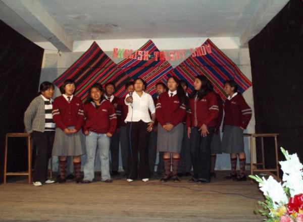 Group singing - 1st Secondary level (Freshmen) - Los Amigos